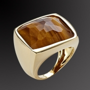 Gold ring K-18 with semiprecious stone